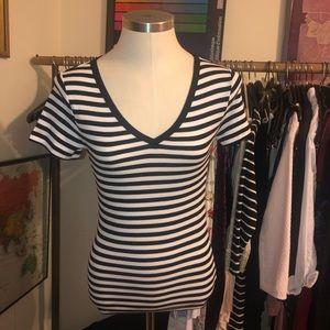 GAP B&W striped vneck t shirt soft modern tee sm